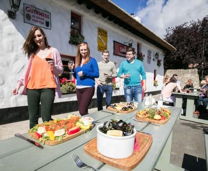 Larkins Bar and Restaurant (Garrykennedy)